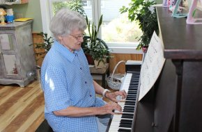 Residents enjoy musical entertainment